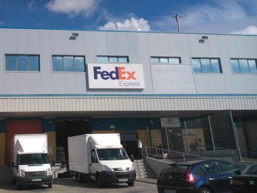 Nave con oficinas FedEx, Aeropuerto de Madrid